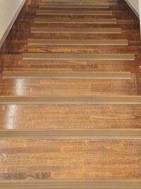 メゾネットタイプの階段室